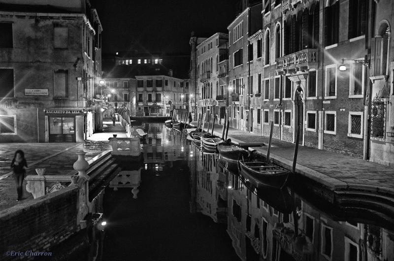Canaux de Venise la nuit